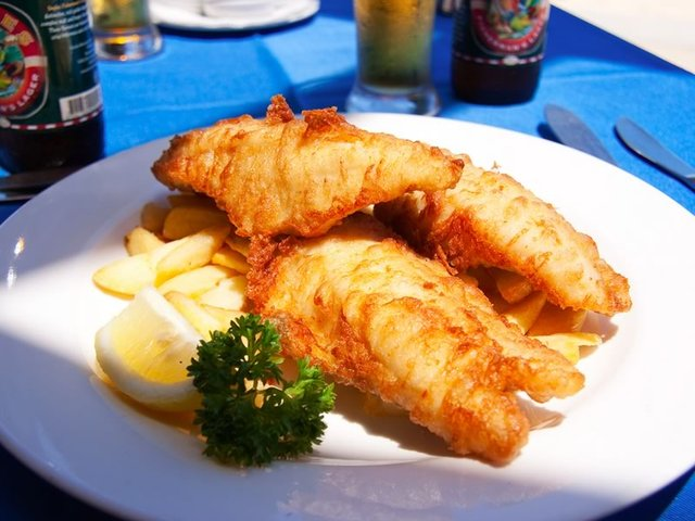 "The Aussie ""Golden Dinner"", fish n' chips"