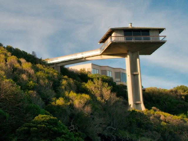 Iconic house in Lorne looking over the ocean