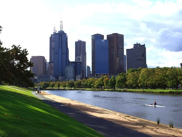 Capital City Trail Along the Yarra River in Alexandra Gardens
